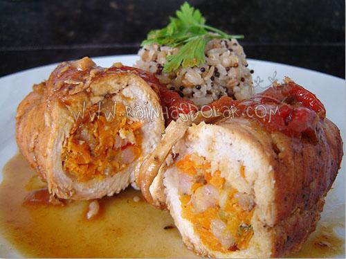 Rolê de frango com recheio de cenoura