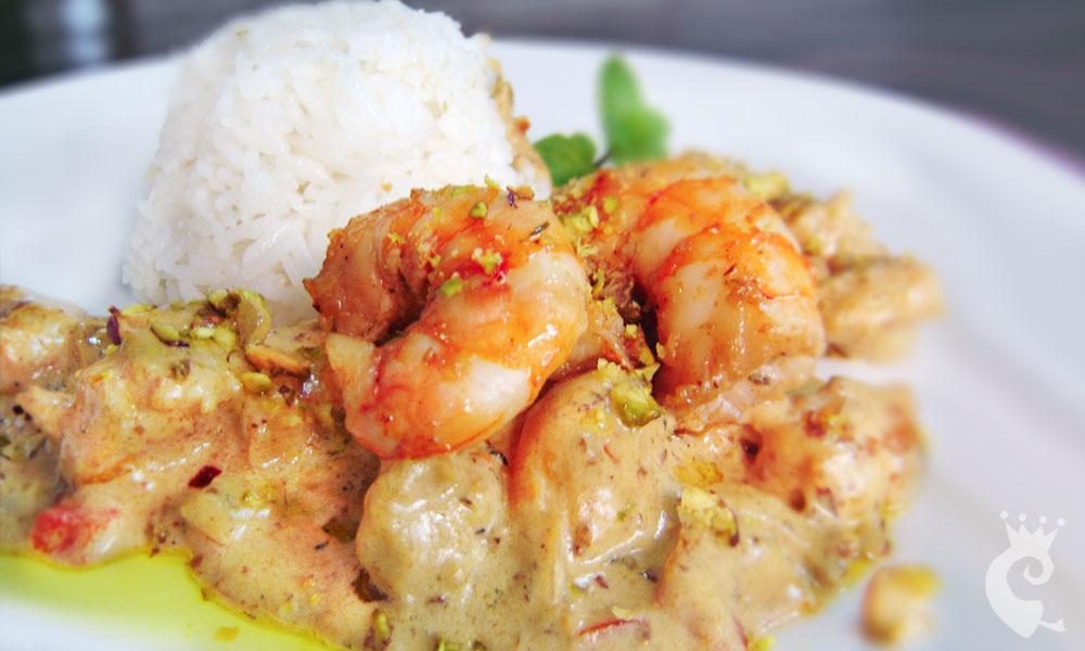 Curry de camarão com pistache