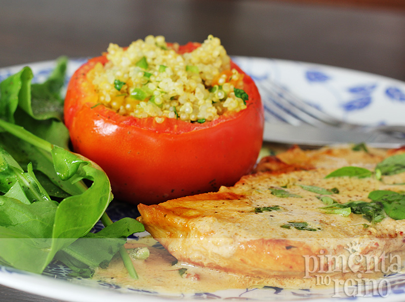 Tomate recheado com quinoa