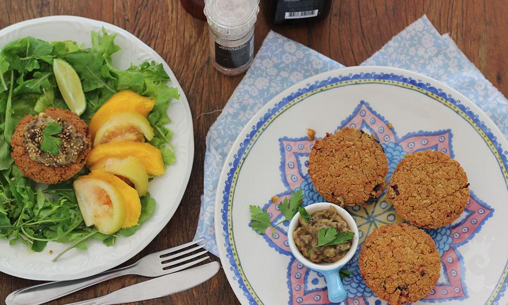 Torta de grão de bico com folha de beterraba
