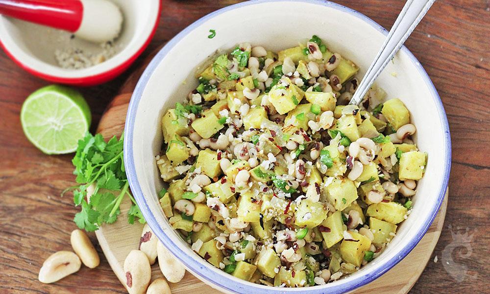 Salada de batata doce com feijão